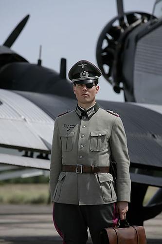 Tom Cruise como Claus von Stauffenberg